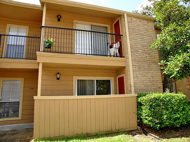 Exterior 2 at Listing #139319