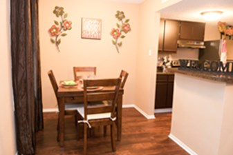Dining at Listing #140558