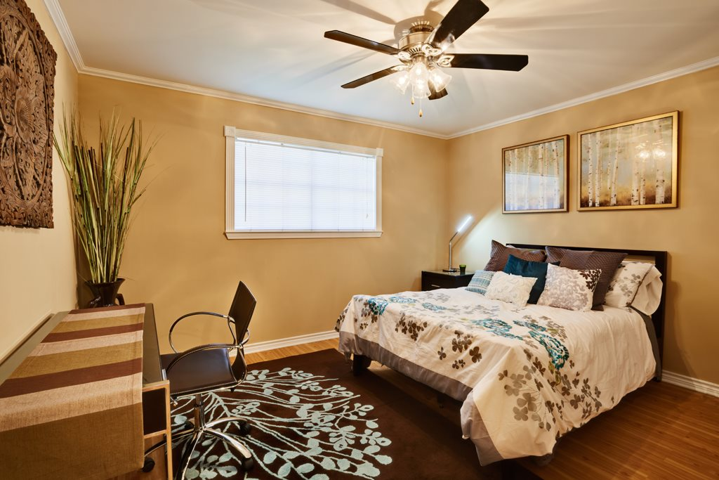 Bedroom at Listing #140175
