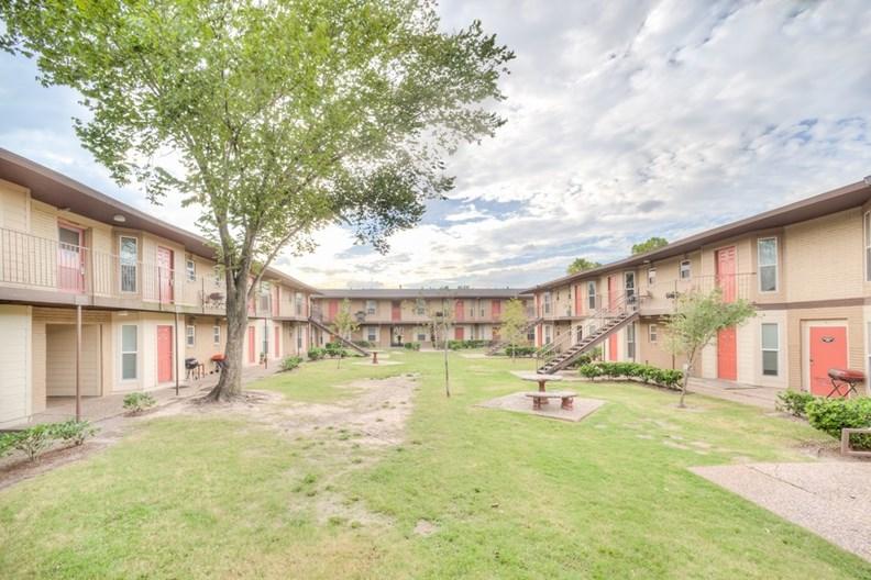 Royal Wayside Apartments
