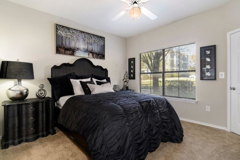 Bedroom at Listing #137882