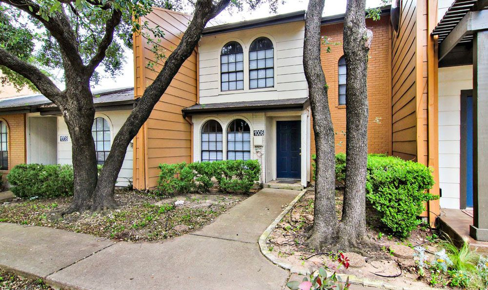 Exterior at Listing #137814