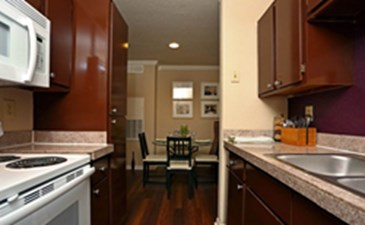 Dining/Kitchen at Listing #140184