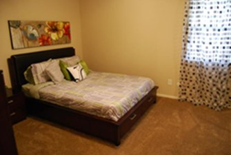 Bedroom at Listing #136168