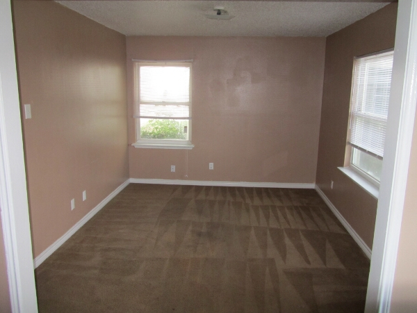 Bedroom at Listing #138033