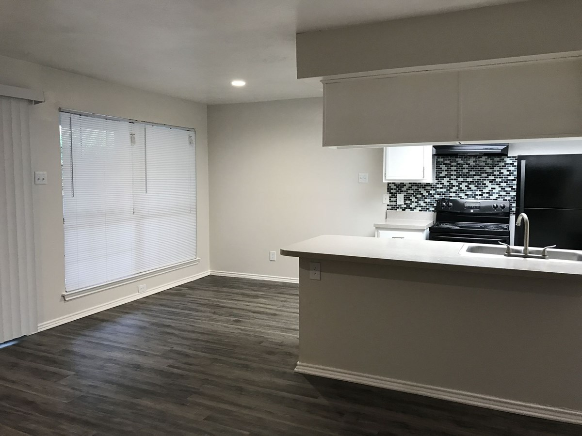 Dining/Kitchen at Listing #137814