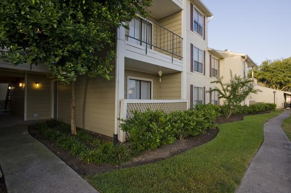 La Esencia Apartments Houston, TX