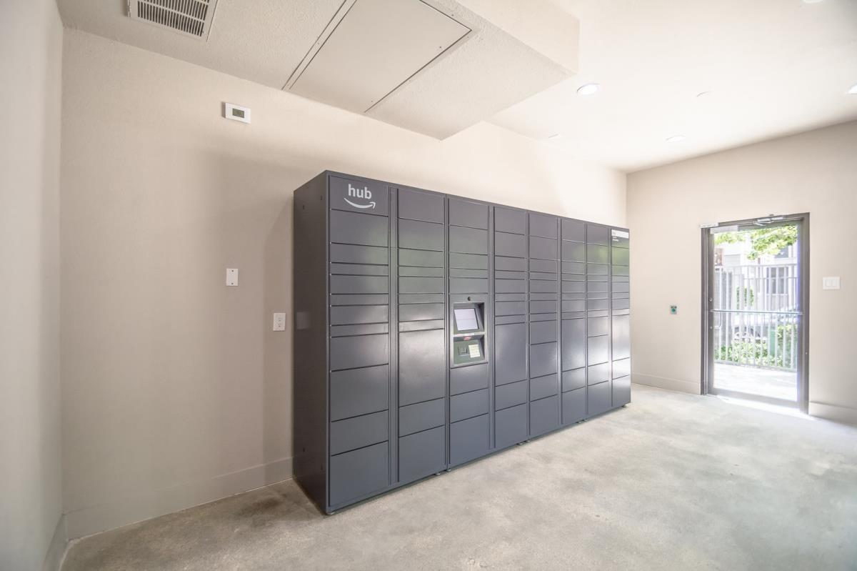 Package Station at Listing #135800
