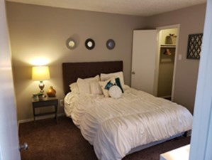 Bedroom at Listing #136202