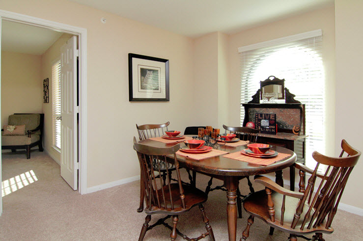 Dining at Listing #139003