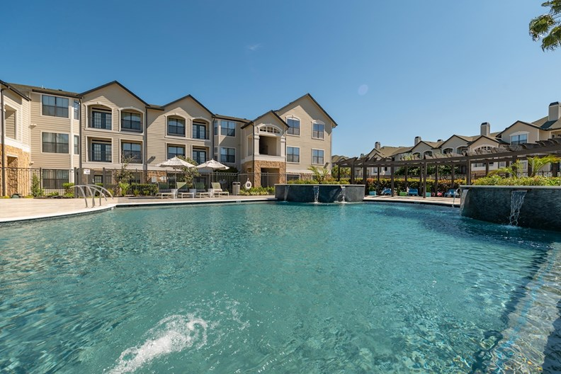 Tradewinds at Willowbrook by Cortland Apartments