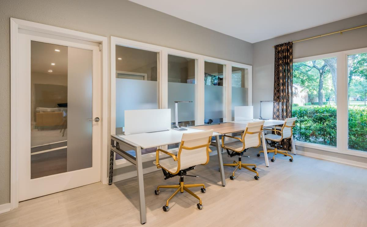 Business Center at Listing #137121