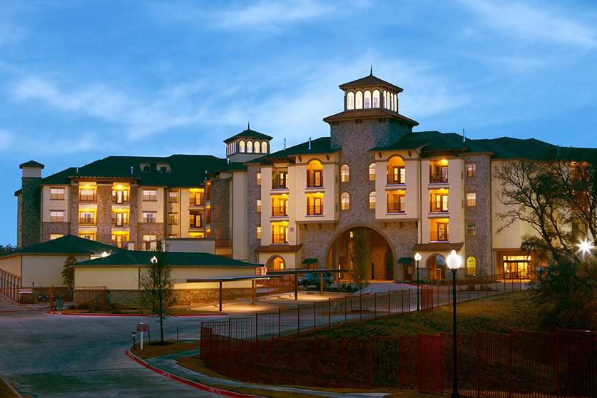 Chateau on Wildbriar Lake Apartments Irving TX