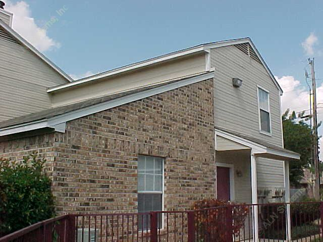 Exterior 4 at Listing #137641