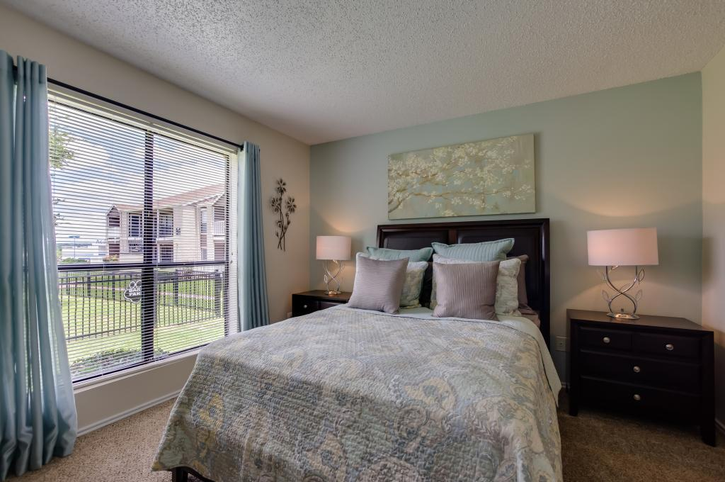 Bedroom at Listing #140253