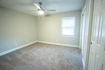 Bedroom at Listing #138492
