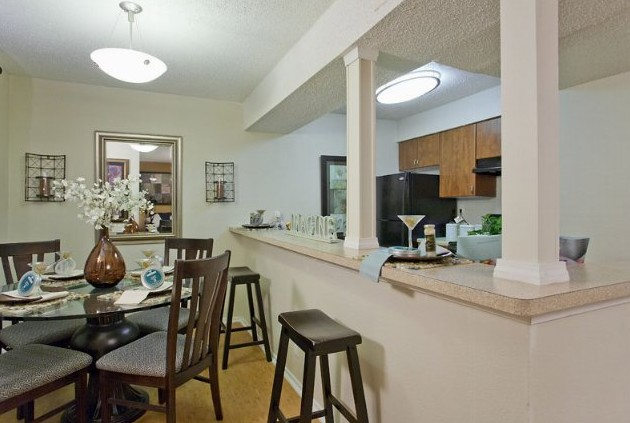 Dining at Listing #140488