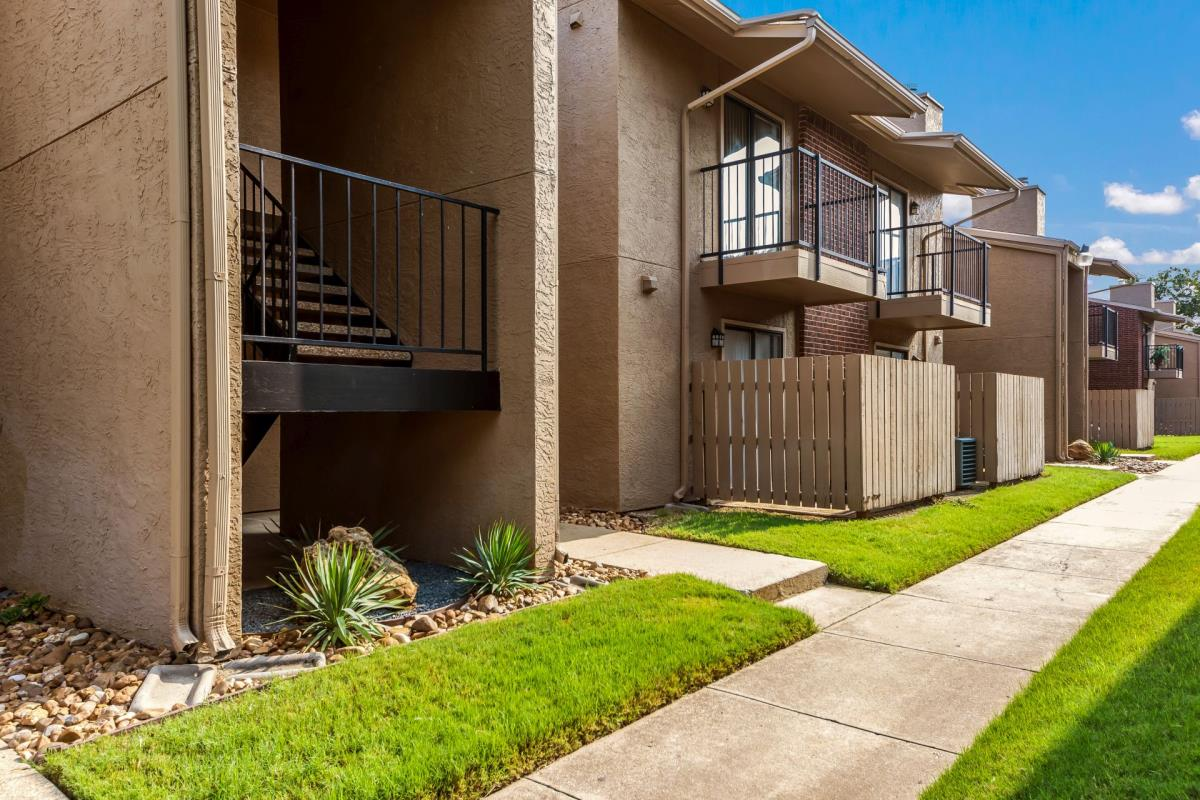 Exterior at Listing #137249