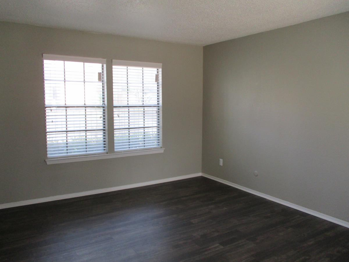 Living at Listing #136864