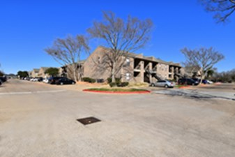 Exterior at Listing #139504
