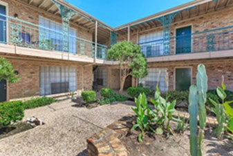 Courtyard at Listing #138808