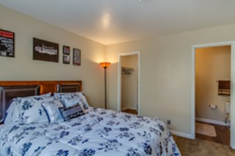 Bedroom at Listing #141278