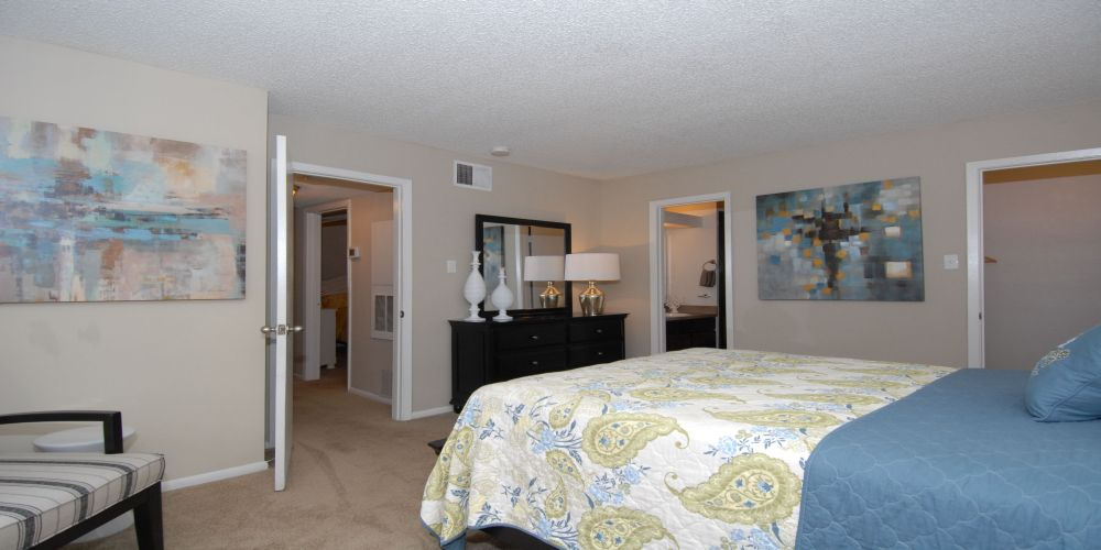 Bedroom at Listing #141187
