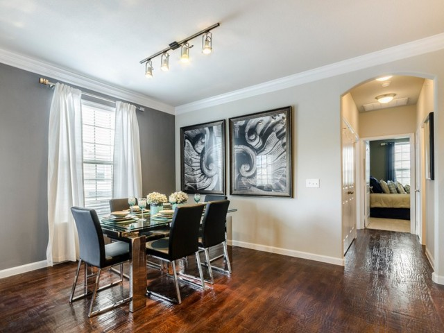 Dining at Listing #224124