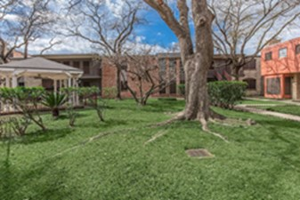 Courtyard at Listing #140920