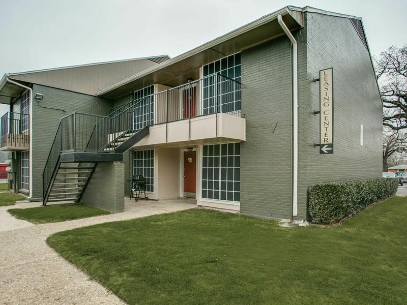 Pointe on Calloway Apartments Hurst, TX
