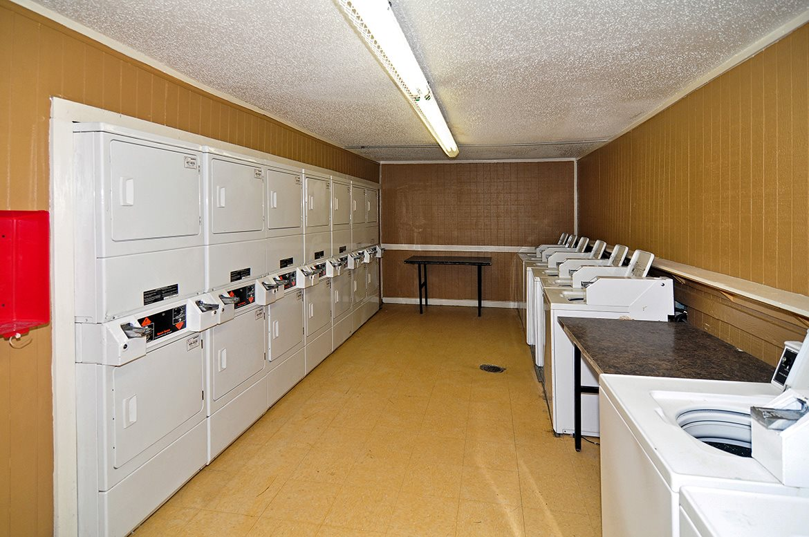 Laundry at Listing #136453