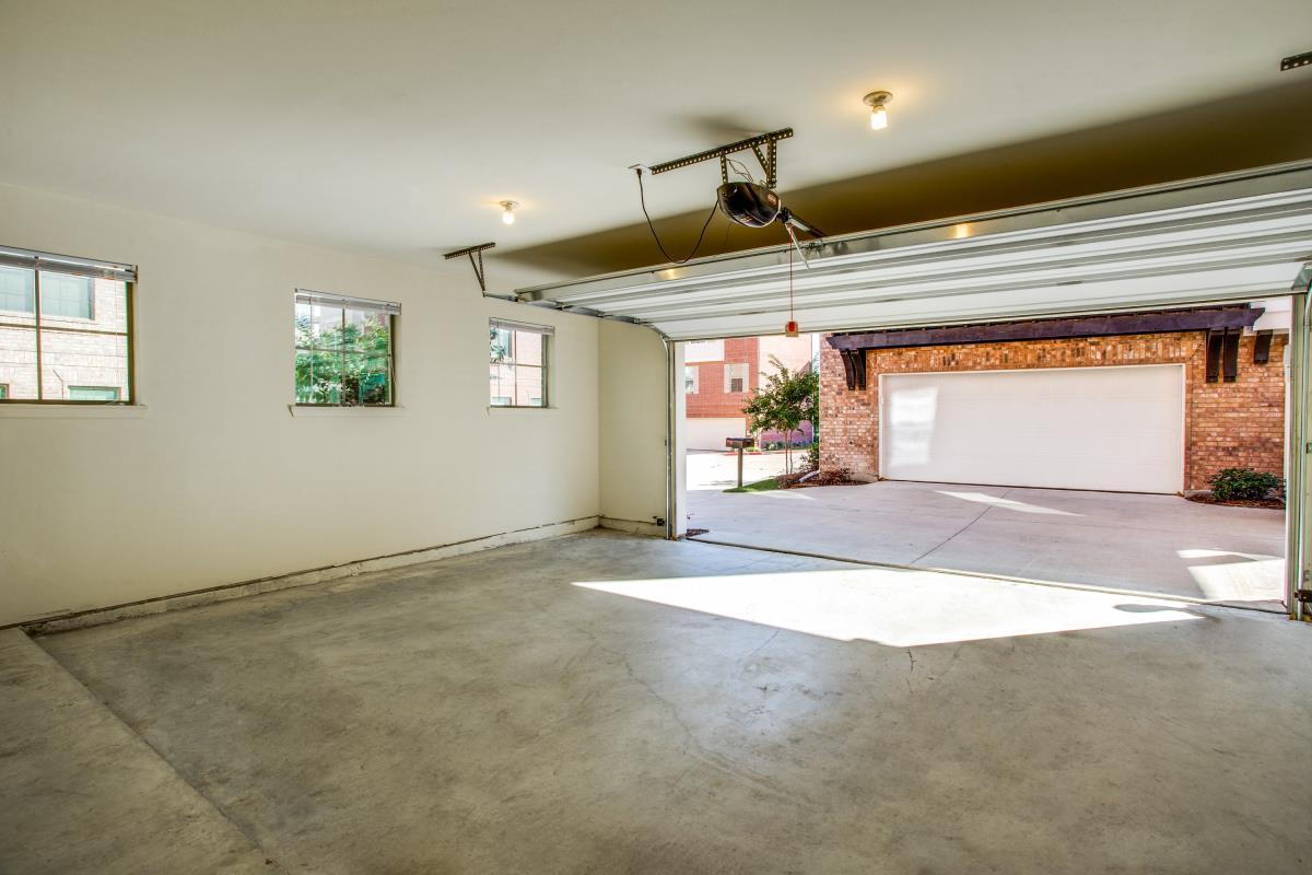 Garage at Listing #242933
