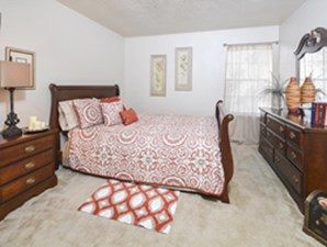 Bedroom at Listing #140859