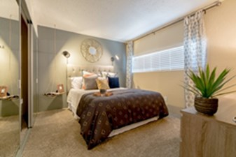 Bedroom at Listing #136913
