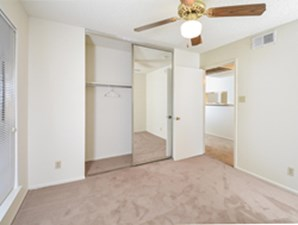 Bedroom at Listing #141240
