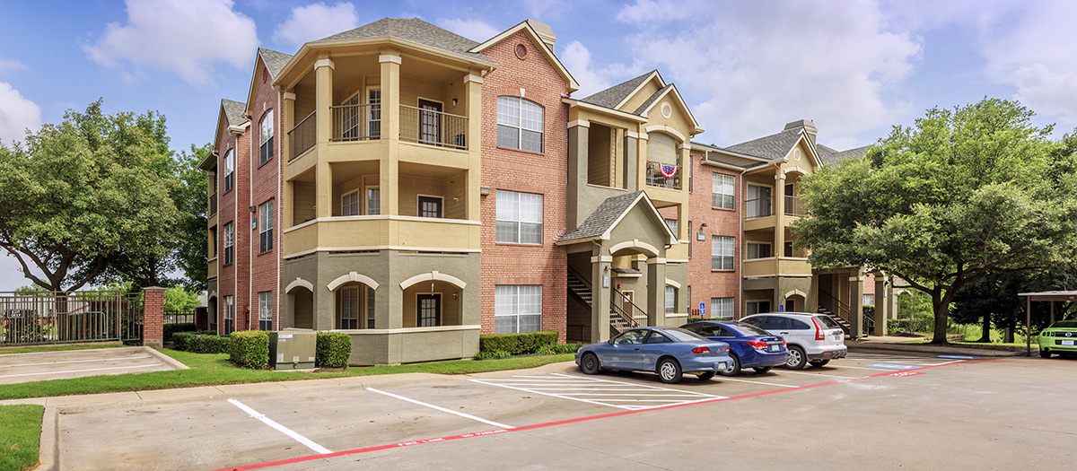 Colonial Village at Shoal Creek Apartments Bedford TX