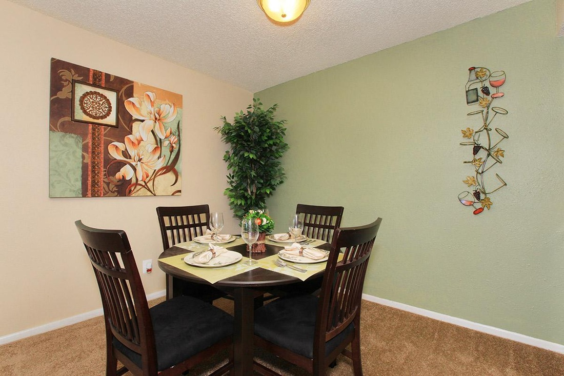 Dining at Listing #141252