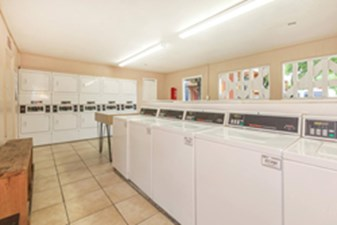 Laundry at Listing #139594