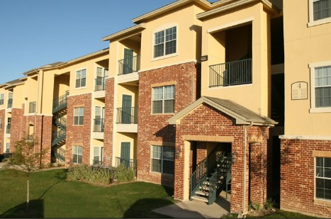 Exterior 3 at Listing #144910