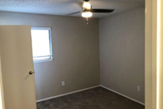 Bedroom at Listing #137065