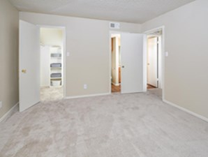Bedroom at Listing #140458