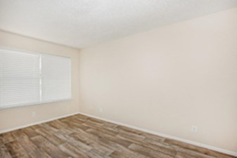 Bedroom at Listing #139294
