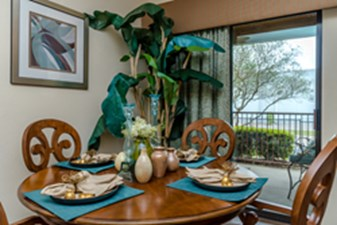 Dining at Listing #147769