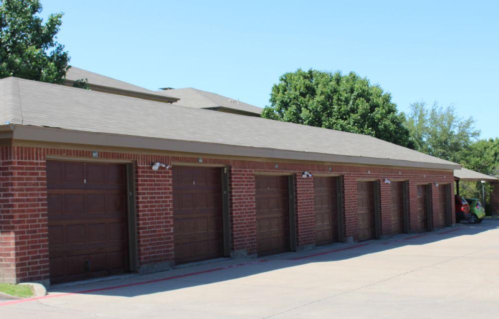 Garages at Listing #137817