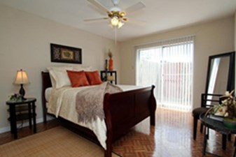Bedroom at Listing #139840
