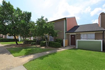Exterior at Listing #138585
