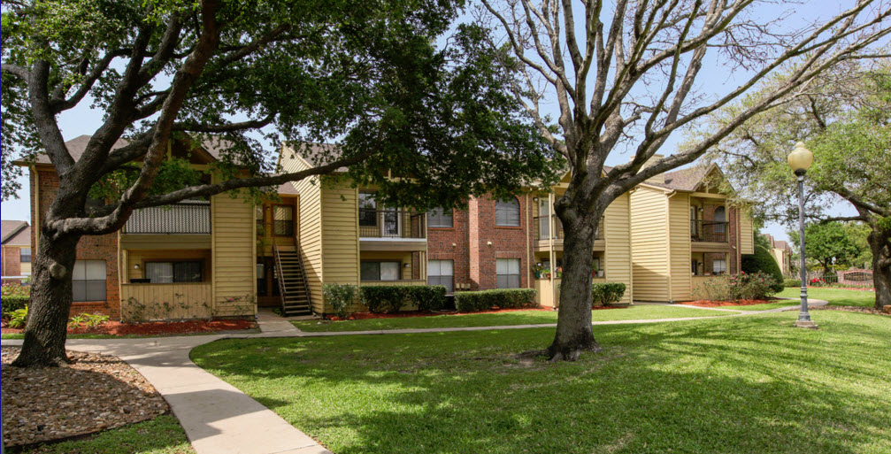 Strawbridge Apartments Pearland TX