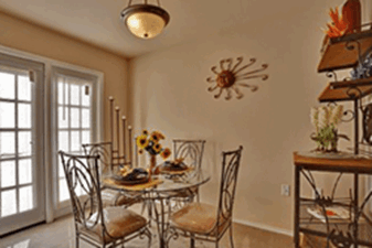 Dining at Listing #144821