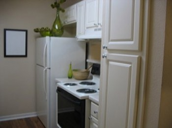 Model Kitchen at Listing #136946