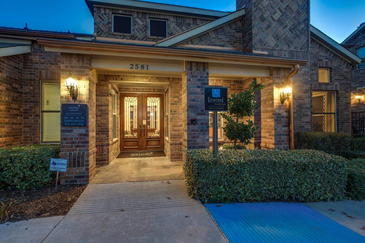 Exterior at Listing #146942